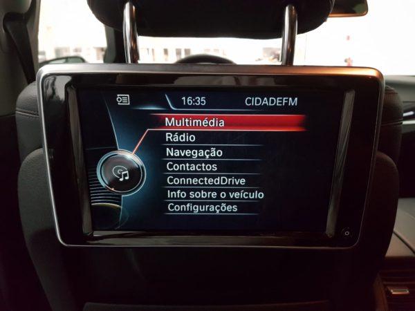 BMW Série 5 520 Luxury Usado 2015 Stand Automóveis em Lisboa Auto Hub Carros Usados - Ecrãs bancos traseiros